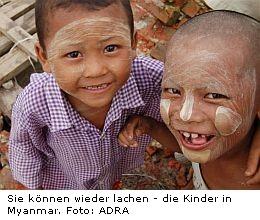 Lachende Kinder in Birma