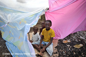 Haiti: Kinder im Camp